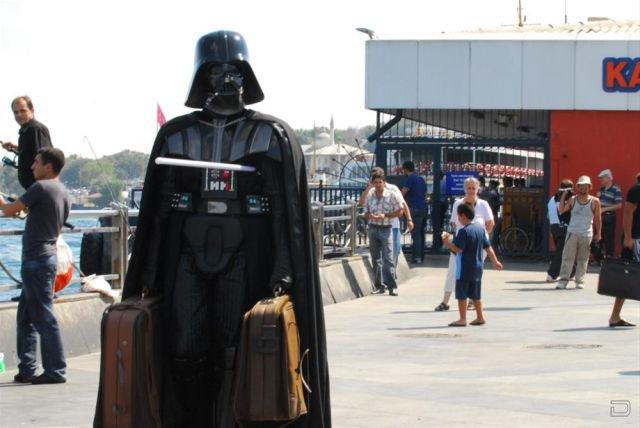 Дарт Вейдер в отпуске в Стамбуле (7 фото)