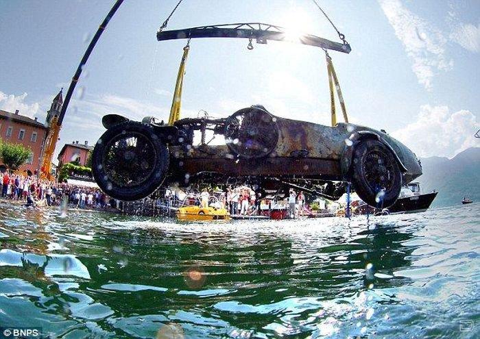 В озере выловили Bugatti (17 фото)