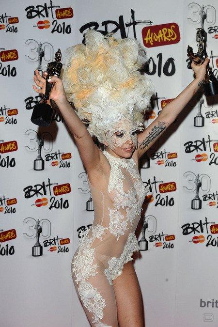 Леди GaGa - триумфатор Brit Awards (11 фото)