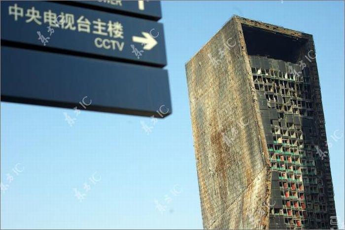 Здание ТВ-комплекса в Пекине после пожара (16 фото)