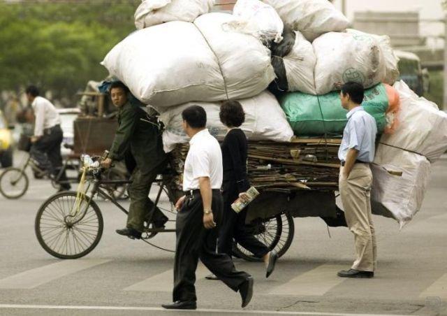 Как в Китае перевозят мусор (16 фото)