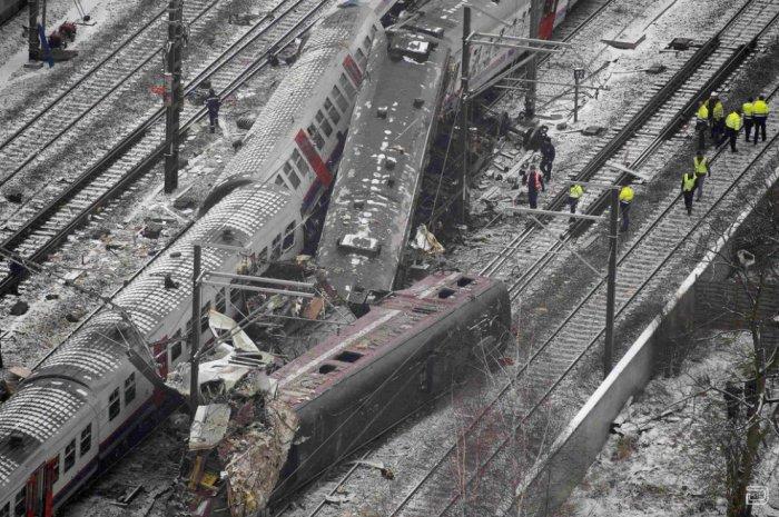 Лобовое столкновение пассажирских поездов в Бельгии