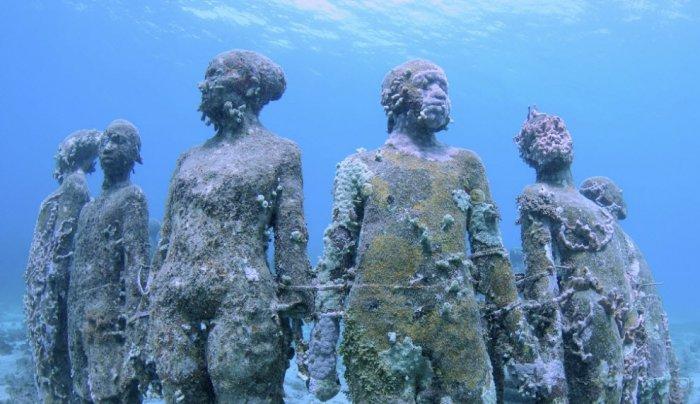 Необычный подводный музей