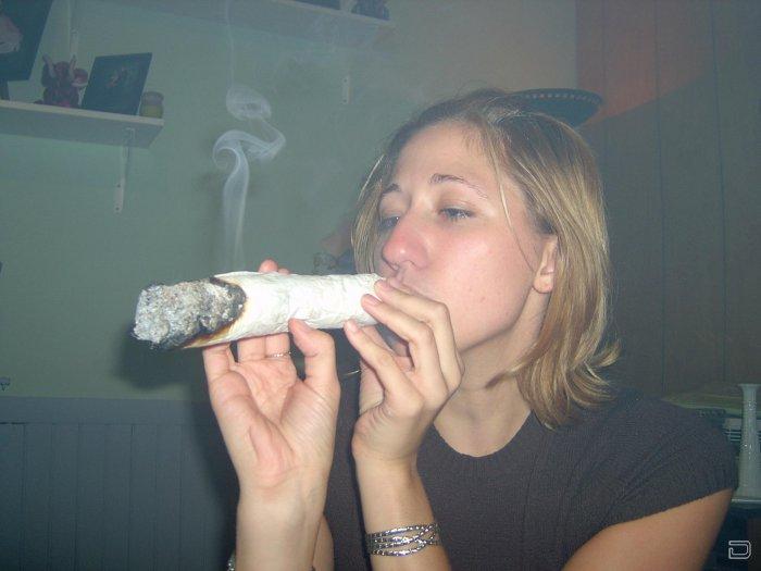 Смешные картинки курящих женщин