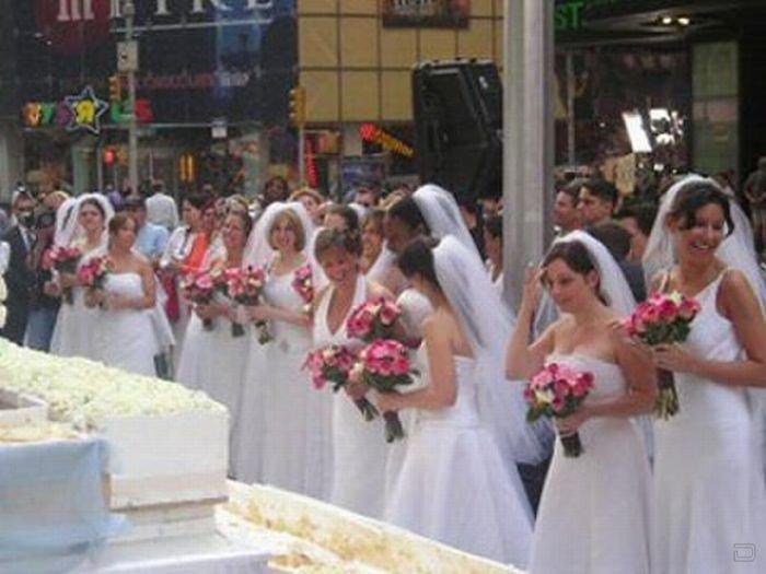 Забавное соревнование невест (11 фотографий)