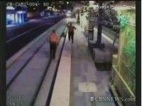 Охрана спасла мужика от смерти