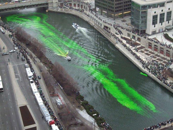 Изумрудная река Чикаго (6 фото)