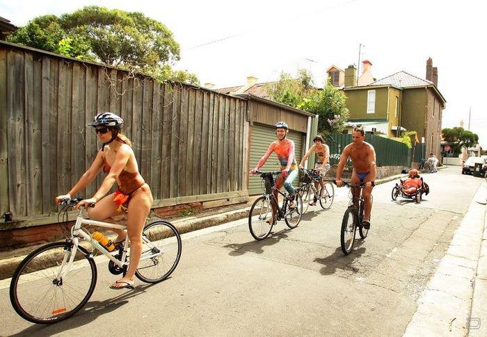 Парад голых велосипедистов (7 фото НЮ)