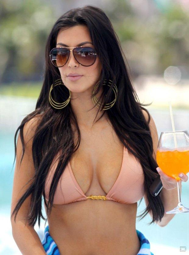Ким Кардашян (Kim Kardashian) в бикини (11 фото)