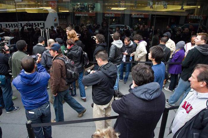 Первый день продаж iPad в США (22 фото)