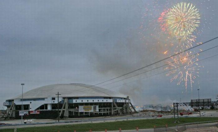 Главный стадион в Техасе снесен (10 фото + видео)