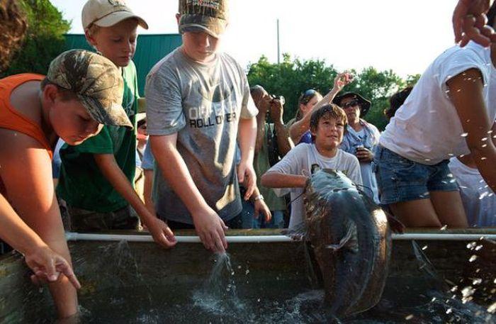 ловля рыбы голышом