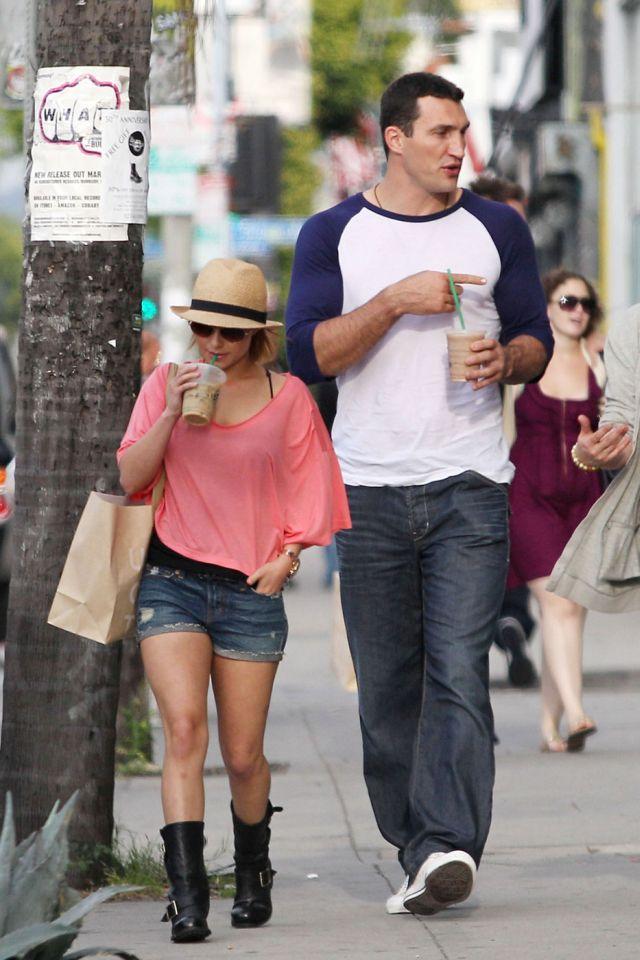 Hayden Panettiere в очень коротких шортах (5 фото)