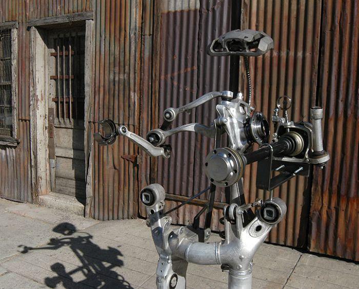 Робот из разбитых БМВ (7 фото)
