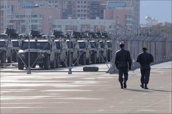 Военная техника в ожидании Парада Победы 2010 (18 фото)