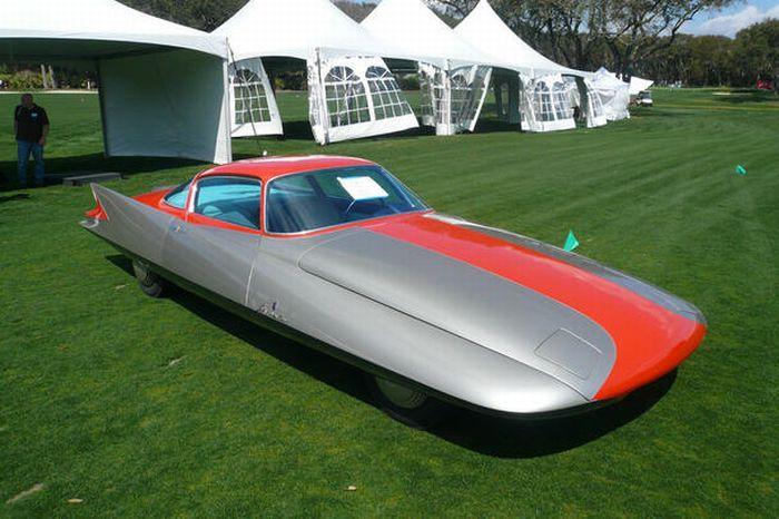 Конкурс красоты среди классических машин -