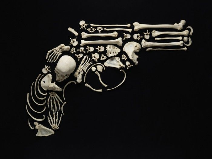 Предметы искусства из настоящих человеческих костей (12 фото)