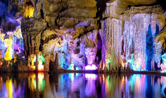 Радужная пещера Тростниковой флейты