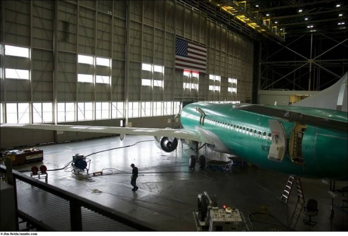 Сборка самолёта Боинг-737 (13 фото)
