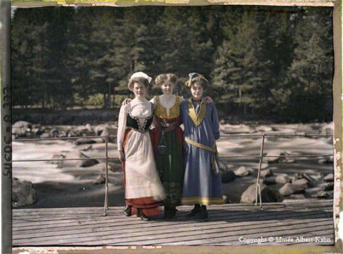 Черно-белые фотографии ХХ век в красках (72 фото)