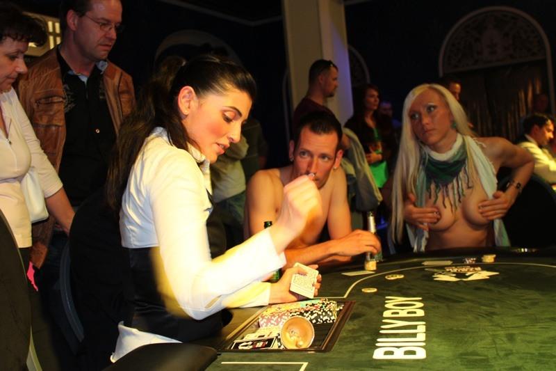 игра покер на раздевание