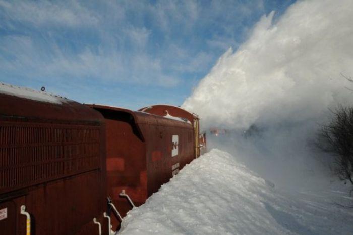 Снегоуборочные поезда (27 фото)