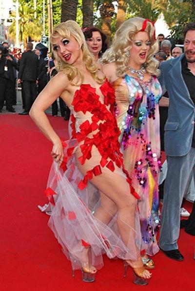 Французская актриса шокировала Канны супроткровенным платьем (5 фото)