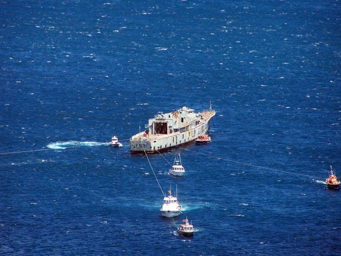 Утилизация известного фрегата HMNZS Веллингтона в Новой Зеландии (11 фото)