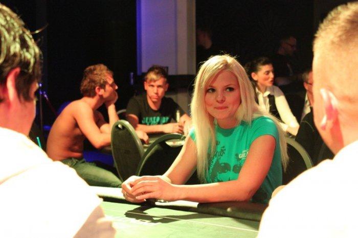 Покер на раздевание или стрип-покер