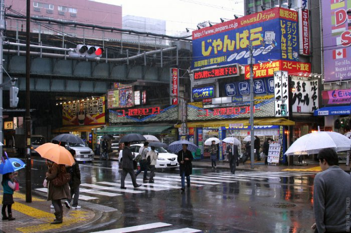 Люди на улицах Японии (12 фото)