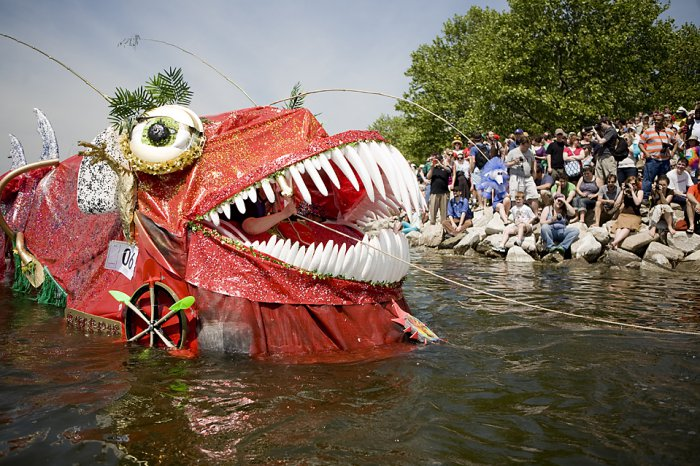 Гонка-парад кинетических скульптур (14 фото)