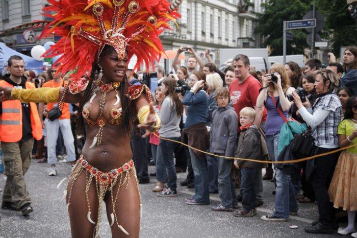Карнавал культур в Берлине на Троицу