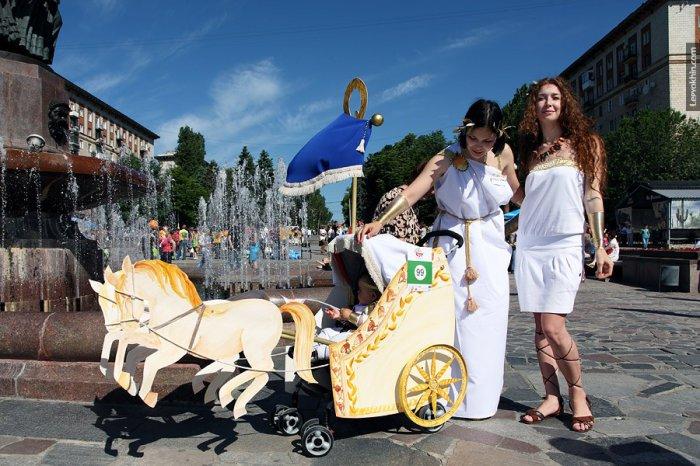 В Волгограде прошел парад детских колясок (56 фото)