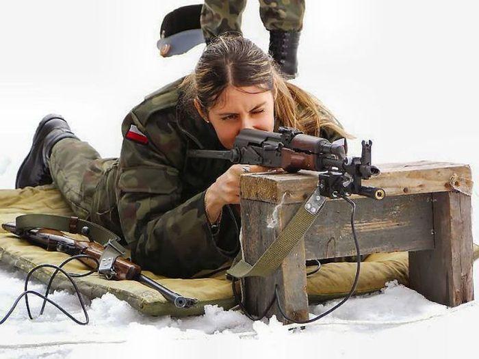 Вооруженные девушки (74 фото)