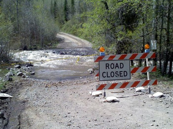Верьте дорожным знакам (3 фото)