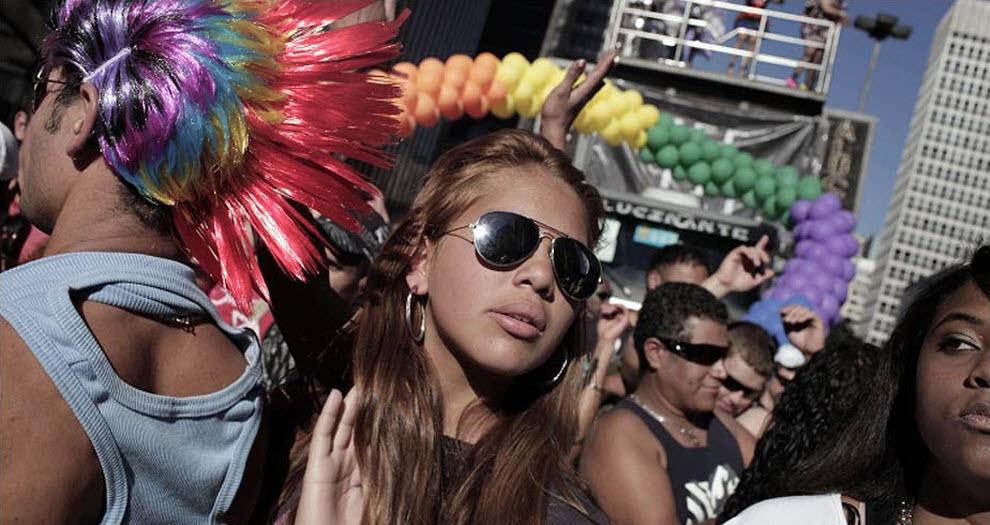 Гей-парад на улицах бразильского Сан-Паулу (14 фото) .