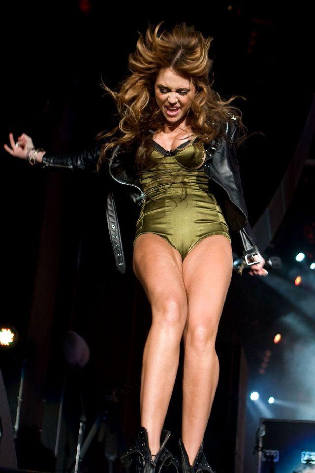 Miley Cyrus на сцене (11 фото)