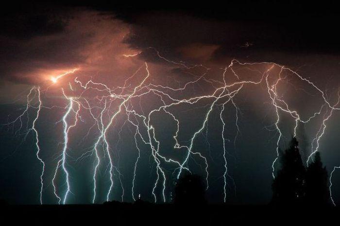 Молнии на реке Кататумба в Венесуэле (22 фото)