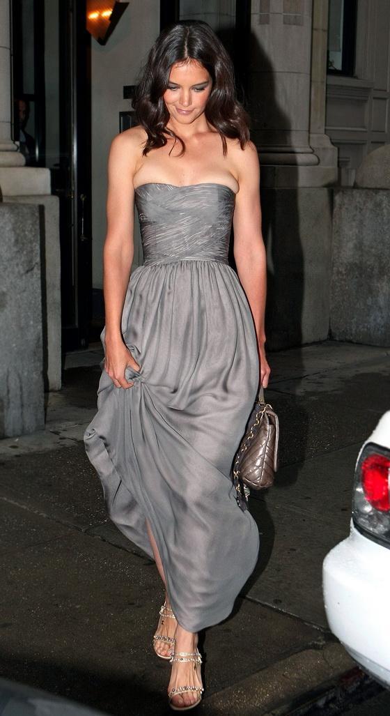 Кэти Холмс в платье не по размеру