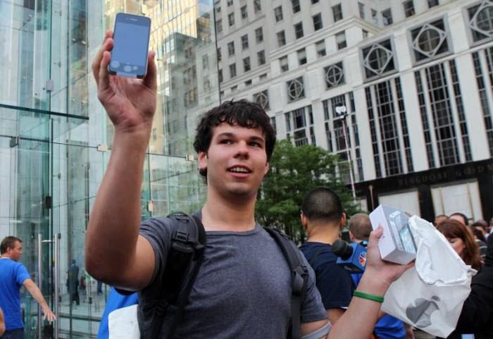 Стартовали продажи Apple iPhone 4 (17 фото)
