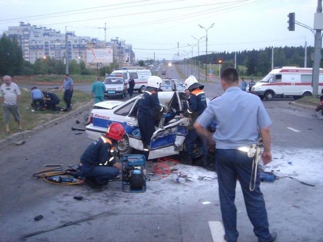 В Ижевске пьяный водитель убил двух сотрудников ДПС (6 фото)