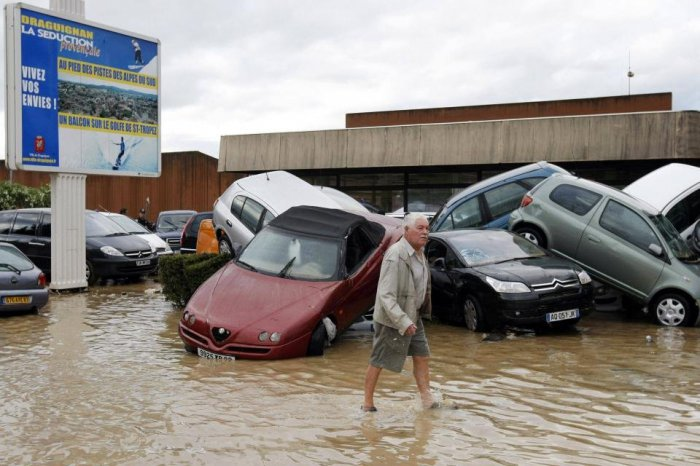 Сильнейшее наводнение во Франции (8 фото)