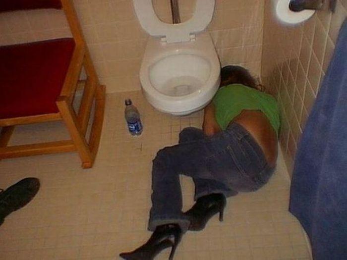 Смотреть бесплатно фотки пьяных голых девченок 23 фотография