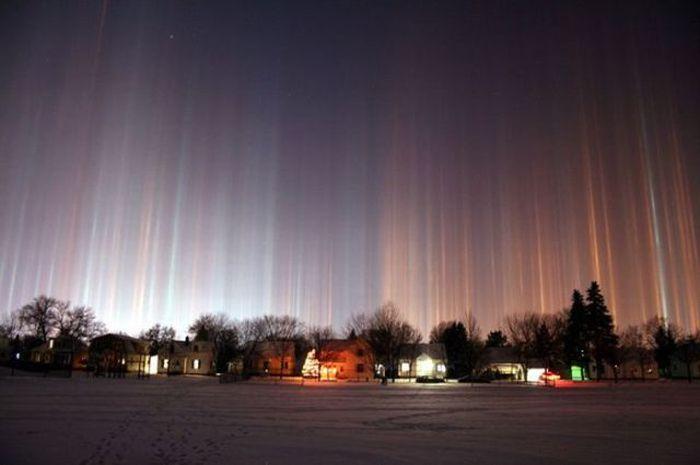 Загадочные световые столбы (26 фото)