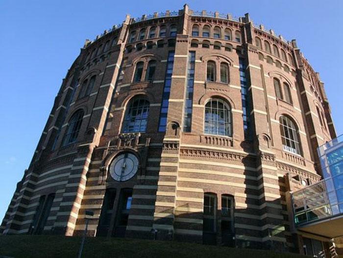 Необычные строения в Вене (9 фото)