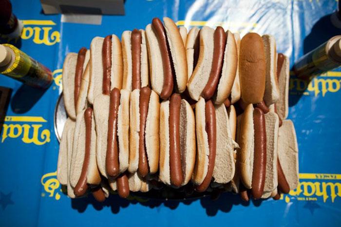 Соревнования по поеданию хот-догов