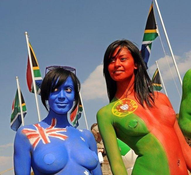 Протест Femen в Африке против меха (11 фото)