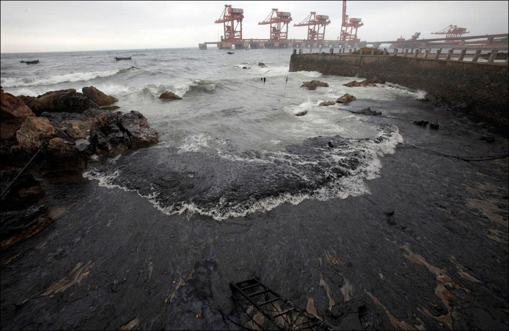 разлив нефти в море фото как тяжело