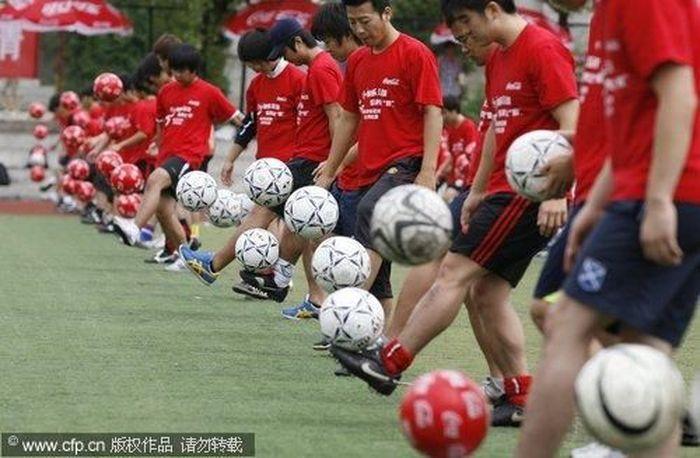 Китайцы с размахом отметили окончание мундиаля (5 фото)
