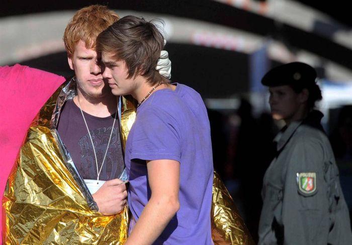 Давка людей на Love Parade в Германии (17 фото)